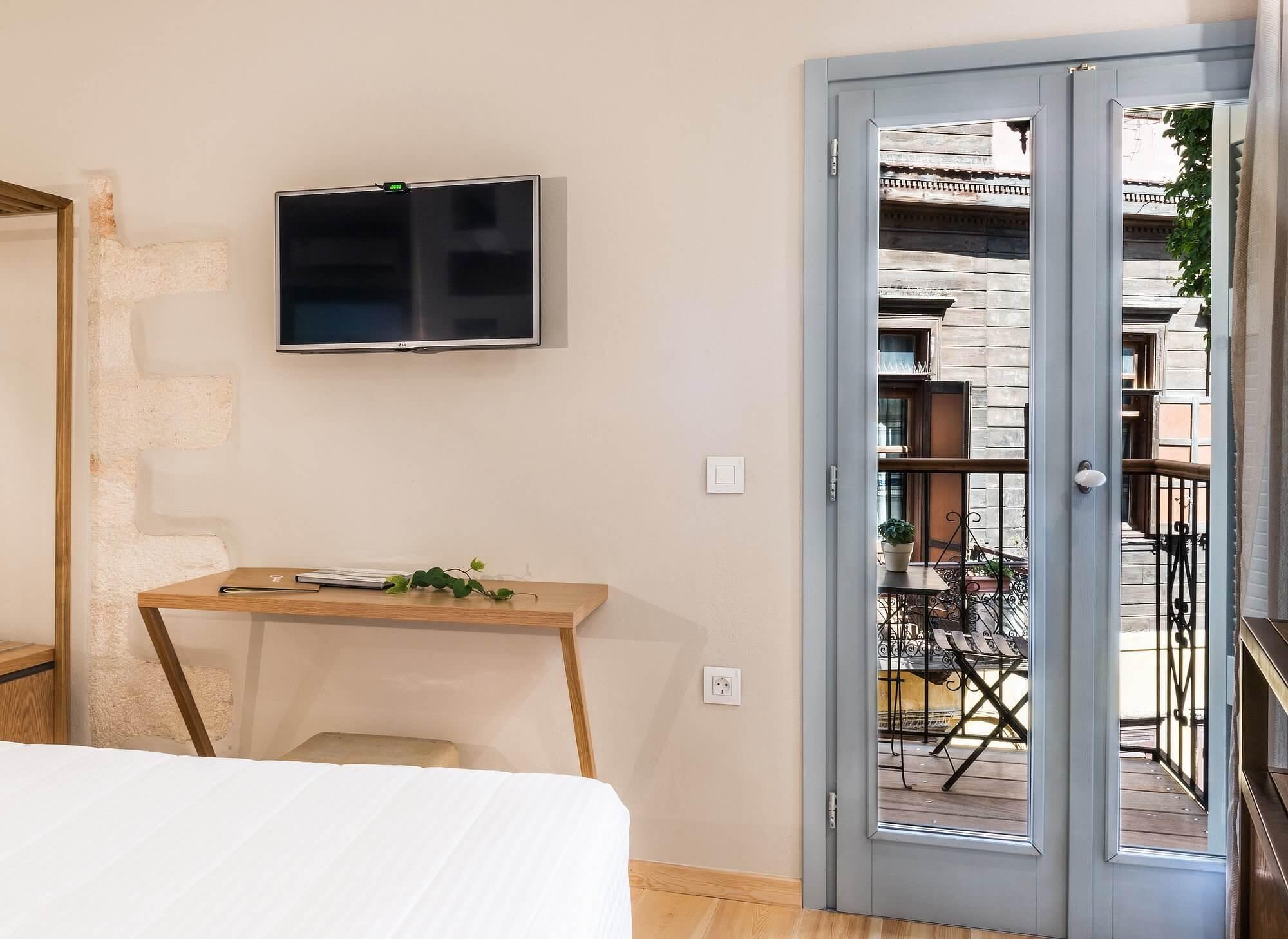 Hotel Off Chania Deluxe City Balcony Door
