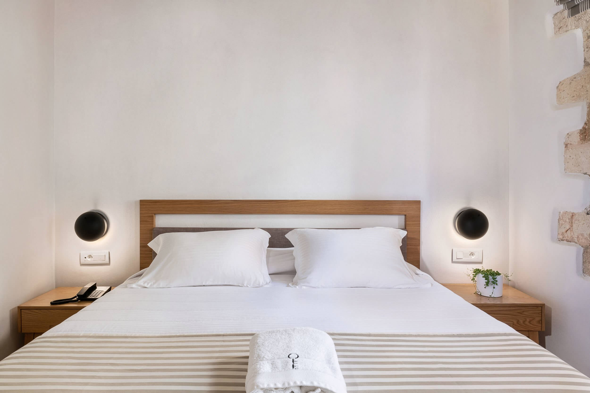 Hotel Off Chania Deluxe Cityview Bed