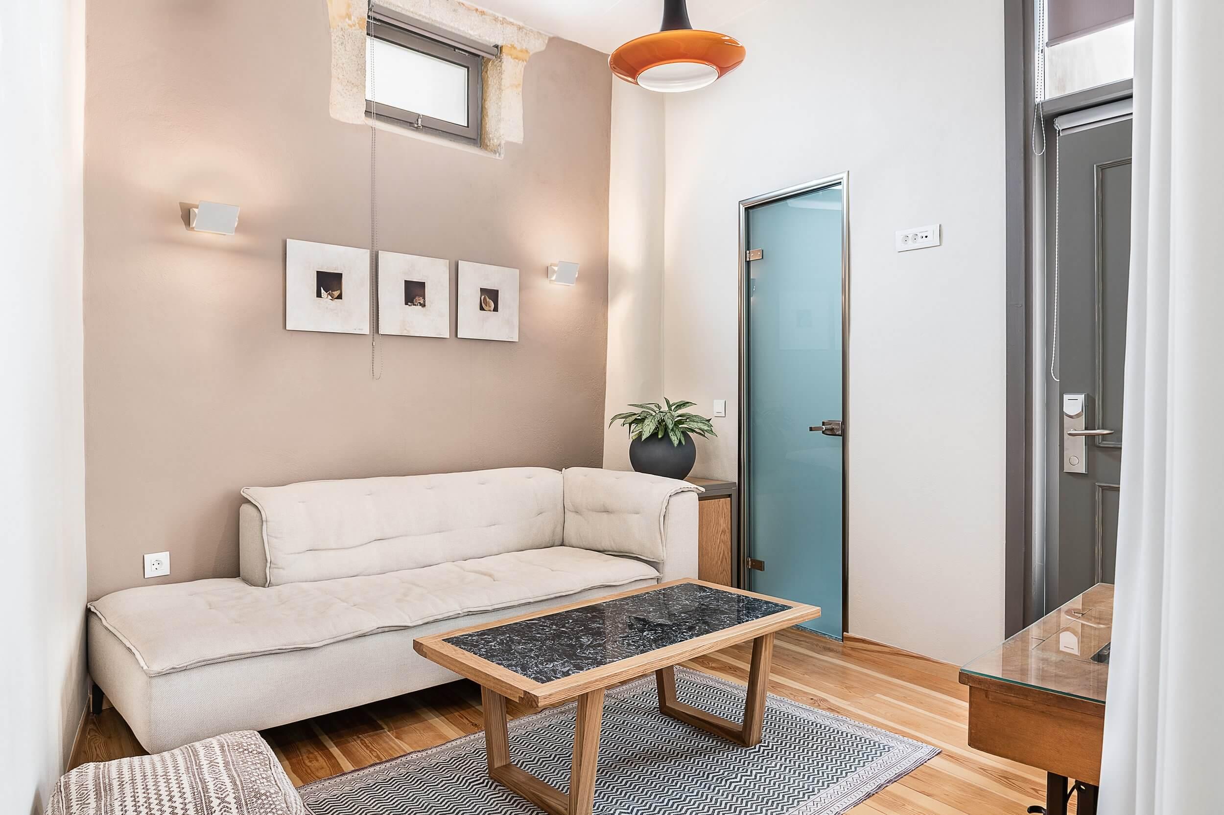 Hotel Off Suite Livingroom
